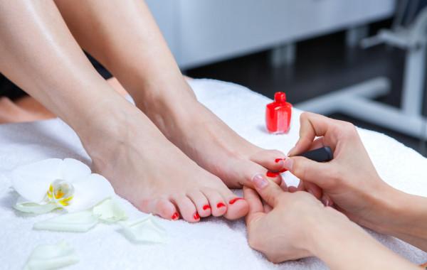 depositphotos_13276508-stock-photo-pedicure-in-the-spa-salon
